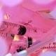 pinkes Foto von benutzten Spritzen und Kanülen