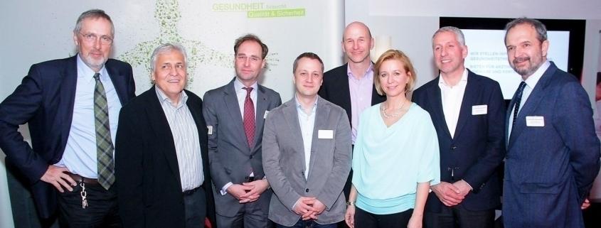 Gruppenfoto vom Expertentalk zwischen TÜV AUSTRIA und der Semmelweis Gesellschaft