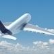 Bild eines fliegenden Flugzeugs mit blauem Himmel und Wolken