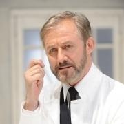 Joseph Lorenz als Professor Bernhardi im gleichnamigen Theaterstück von Arthur Schnitzler