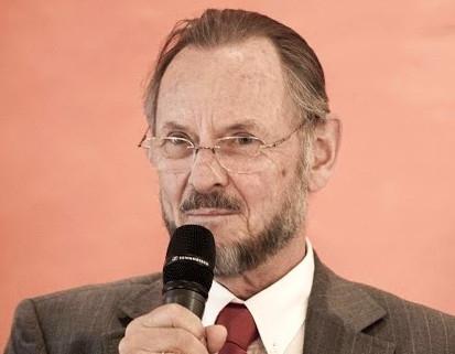 Portrait of Prof. Walter Koller speaking into a microphone