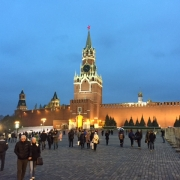 Picture of the Kreml-castle in Moscow at night with people walking around it