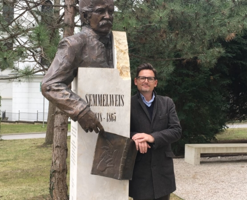 Michael Magnus Wagner next to Semmelweis Memorial