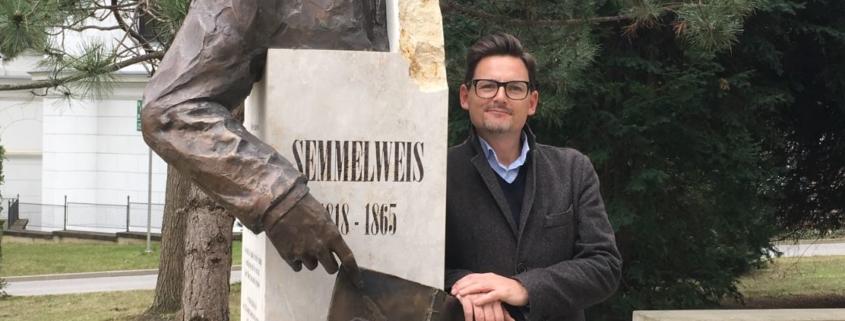 Michael Magnus Wagner next to Semmelweis Memorial